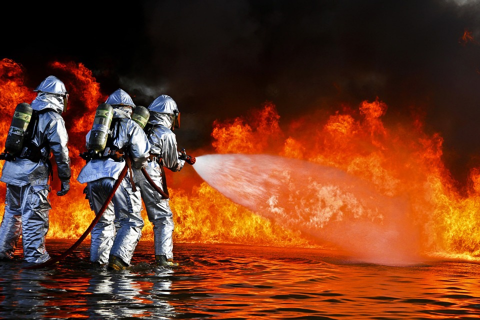 firefighters-696170_960_720